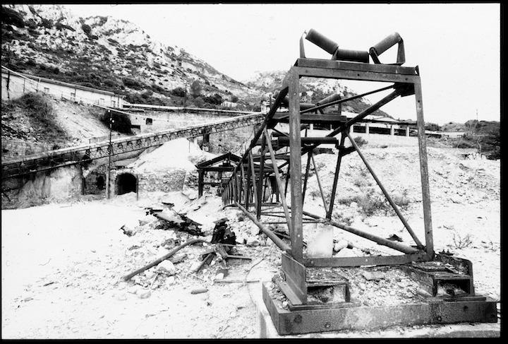 San Giovanni Miniera, Bindua, Iglesias. Relitto del nastro trasportatore che portava alla tramoggia dell'impianto di lavaggio.